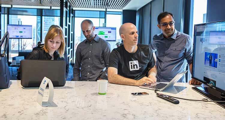 Parte del equipo de LinkedIn durante la Feria de Producto realizada en septiembre del 2016. / Foto: Cortesía.